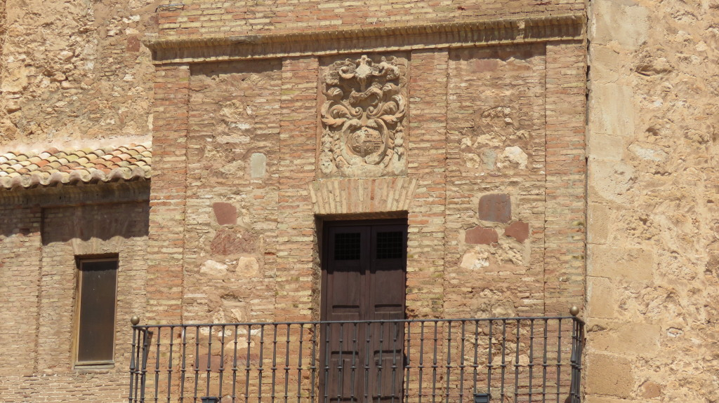 Balcón de la iglesia parroquial sobre el que se encuentra el escudo