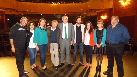 Los monologuistas, junto a representantes municipales y de la Junta