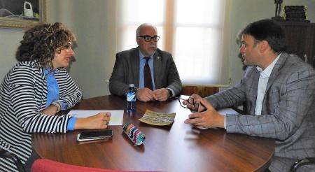 Julián Nieva y Beatriz Labián junto al director general de telecomunicaciones y nuevas tecnologías, Alipio García