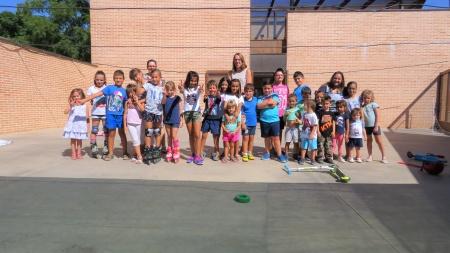 Niños y niñas participantes en el Programa Concilia en Vacaciones del Ayuntamiento de Manzanares
