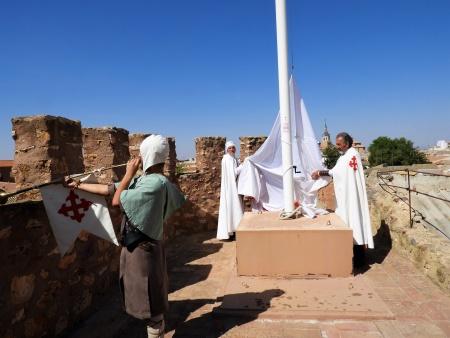 Izado de bandera con motivo de las VI Jornadas Medievales de Manzanares