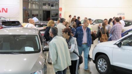 Público en el Salón del Automóvil 2017