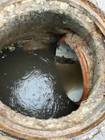 En la inspección se constató la circulación de agua por la conducción no autorizada