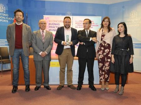 Los representantes manzanareños tras recibir el premio