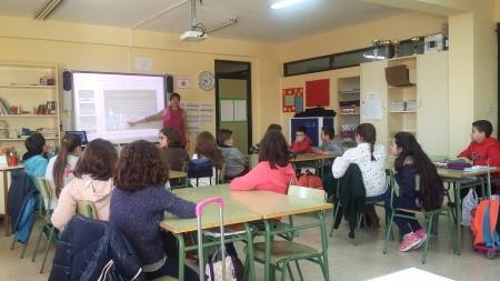 Sesión sobre riesgos de las TIC en uno de los colegios de Primaria de Manzanares