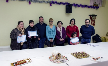Ganadoras y autoridades en la entrega de premios