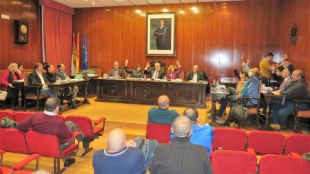 Momento en el que los ediles de PSOE e IU votan a favor del presupuesto de 2018