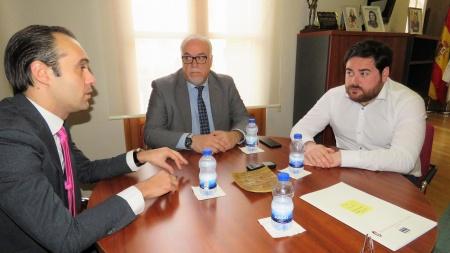 Reunión de Rodrigo con Julián Nieva y con Pablo Camacho para la firma del convenio
