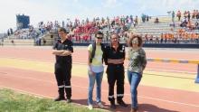 Beatriz Labián y Esther Nieto-Márquez junto a voluntarios de Protección Civil