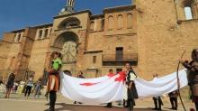 Desfile con la bandera Calatrava en 2016