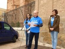 Felipe Merino animando a los participantes