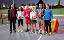 Foto conjunta de finalistas del regional de tenis
