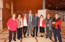 Julián Nieva y Beatriz Labián junto a los miembros del Consejo de Mayores