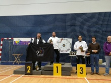 Podio de categoría senior longbow con David Martín-Lara en lo más alto