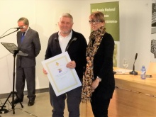 Adolfo Burriel recibiendo el premio