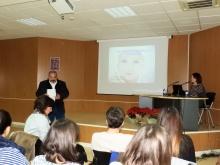 Miguel Ramírez presentando la ponencia de Noelia Ramírez
