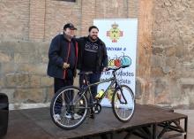 La bicicleta para adultos sorteada ha ido a parar a Manuel Amelgas