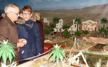 Silvia Cebrián visitando el belén