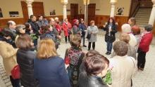 Visita turística en el interior del centro cultural Ciega de Manzanares