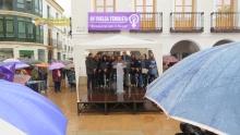 La concentración comenzó bajo una continua lluvia