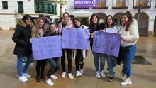 Estudiantes manzanareñas se sumaban a la concentración con pancartas reivindicativas