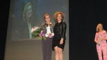 Labián entregó el premio a Isabel Quintanilla