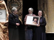 Las Hermanas de la Misericordia recibieron una imagen del Cristo Yacente