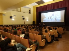 Encuentro con alumnos y proyección de 'Chicas nuevas 24 horas'