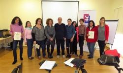 Las participantes, junto a la concejala y al monitor del curso