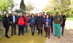 Beatriz Labián visitó la clase práctica de jardinería