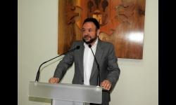 El concejal de educación, Juan López de Pablo en la presentación de las convocatorias de ayudas