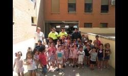 Cuarenta niños y niñas de la Ludoteca conocen el trabajo de la Guardia Civil