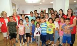 Labián y voluntariado de Cruz Roja junto a los beneficiarios del proyecto