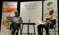 Juanjo Millás, a la izquierda, y José María Izquierdo, a la derecha