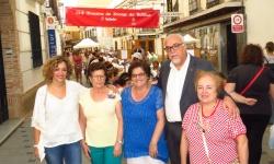 El alcalde, Julián Nieva, junto a la presidenta de las asociación, María Dolores Arias (dcha.)