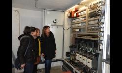 La concejala de obras y la portavoz del equipo de gobierno con la empresa concesionaria visitando la nueva instalación