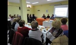 Silvia Cebrián asiste a la charla en la sede de la Asociación de Amas de Casa, Consumidores y Usuarios