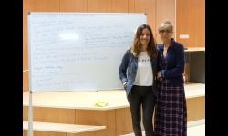 La concejala de Cultura junto a Marta Enrique