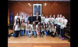 Recepción oficial al equipo femenino infantil del Balonmano Manzanares