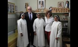 Julián Nieva y Beatriz Labián se despiden de las monjas de clausura de Manzanares