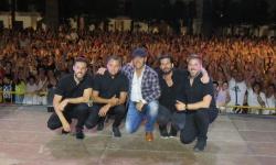 Paco Candela y sus músicos se llevaron una foto de recuerdo con el público de Manzanares