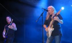 Rosendo al inicio de su concierto en Manzanares