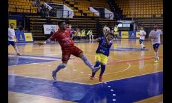 Salida de Dani Juárez ante un jugador del Gran Canaria