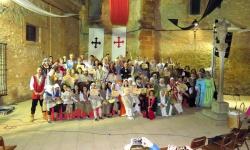 Foto de familia de premiados y personajes en la clausura de las VII Jornadas Medievales