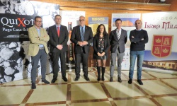Zúñiga y Nieva junto a los representantes de las bodegas de Manzanares