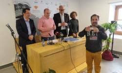 Entrega de carnets del Manzanares FS a usuarios del Centro Ocupacional