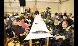 Usuarios de la residencia Los Jardines en la fiesta de Carnaval