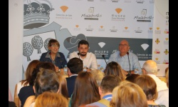 La concejala de Jornadas Medievales acompañó a Alfonso Monsalve y a Francisco Contreras en la presentación de la conferencia