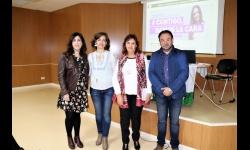 La psicóloga de la AECC ofreció una charla en la biblioteca municipal sobre cómo vivir y afrontar el cáncer de mama