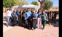 Representantes de la corporación junto a miembros de la AAVV Nuevo Manzanares y a los cocineros